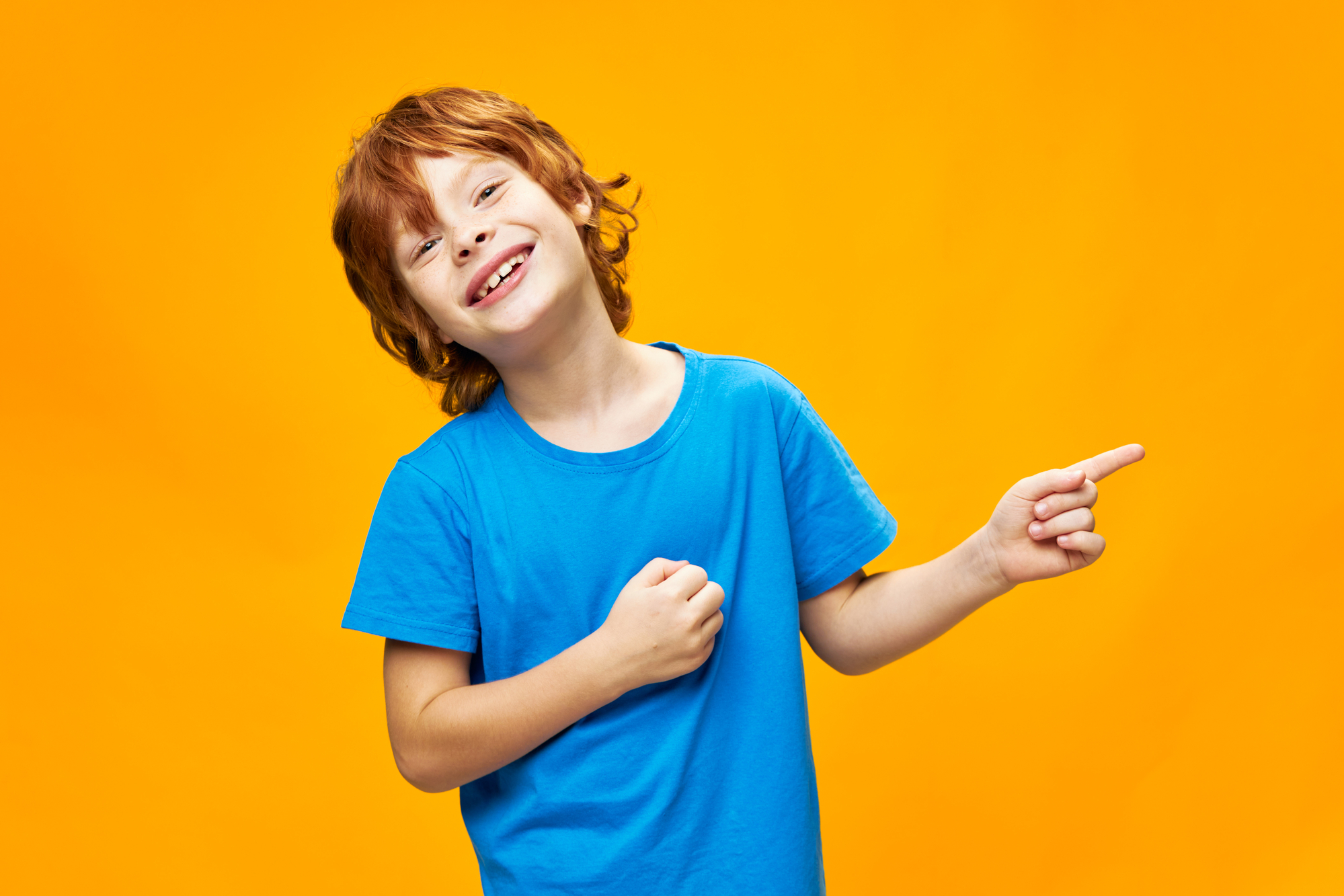 Junge glücklich, fröhlich, ausgeglichen, emotional stark