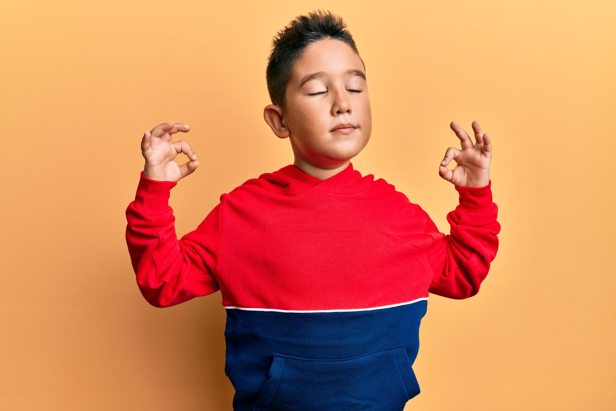 Kindereinfach_Onlinekurs_meditierender Junge